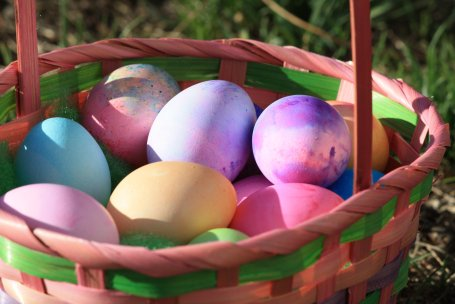 colored-eggs-in-easter-basket